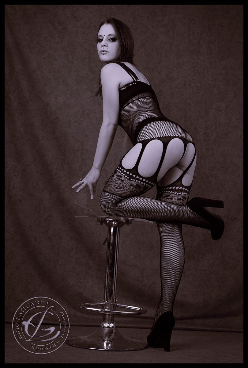 Sexy & nude - Model Ileus Synopsis